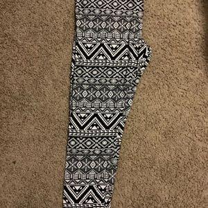 Bobbie Brooks black and white leggings xxl
